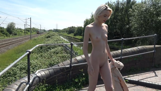 Bobbi – Exploring the canals of Dudley – 4K