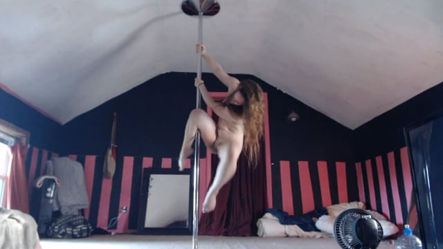 NUDE POLE DANCE// Duivelspack