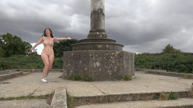 Miss Diamond Sparkle – Naked on the Ridgeway
