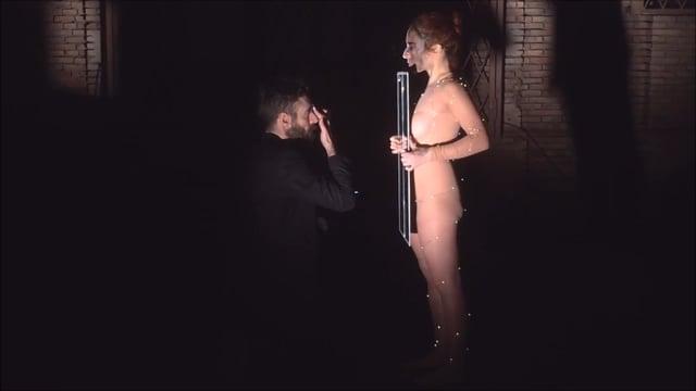 """""""Por las grietas entra la luz"""" Performance by  Maria João Flôxo  y Hernán Arambarri"""